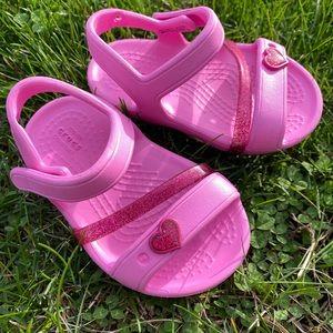 Iconic Crocs! Pink little girls! Size 4!